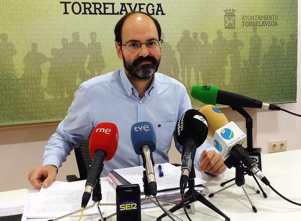 Torrelavega contratará 25 personas de su bolsa de empleo para incorporarse al servicio de limpieza / José Luis Urraca Casal