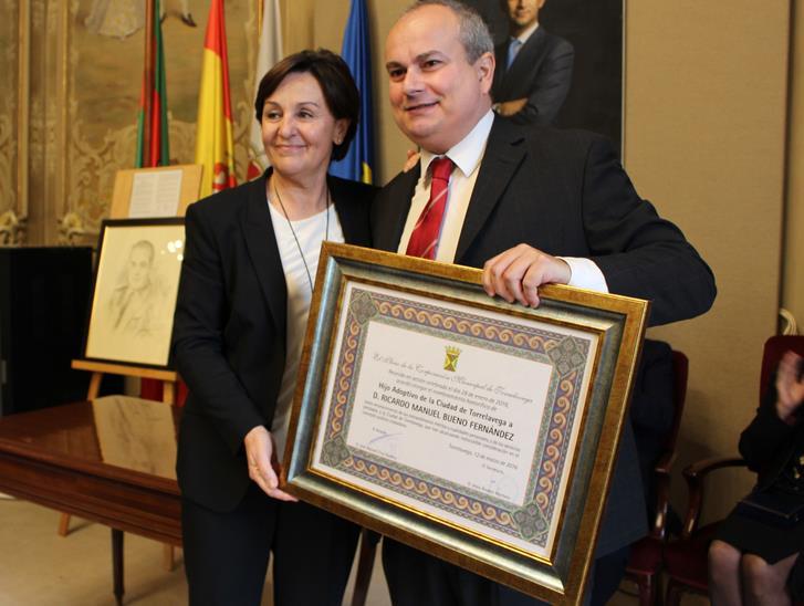 Ricardo Bueno, nombrado Hijo Adoptivo de Torrelavega, a título póstumo