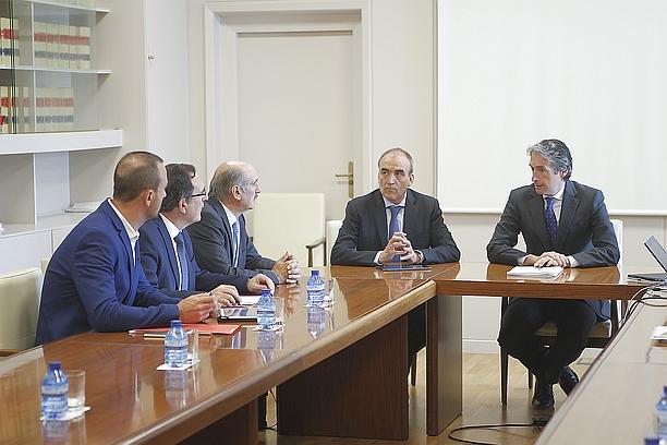 Ayuntamiento y Gobierno se reúnen en Madrid con De la Serna para avanzar en el proyecto del soterramiento