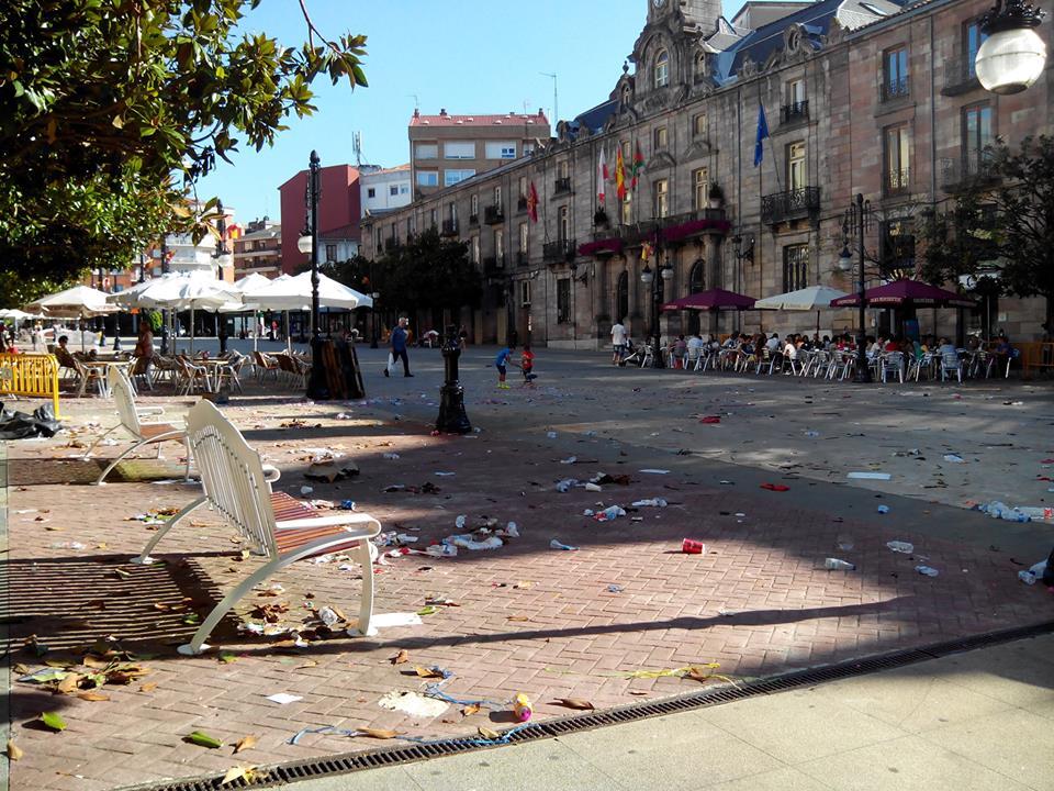 """Así estuvo el Bulevar Demetrio Herrero durante todo el día 21 de agosto, tras la retirada del templete de las fiestas - EQUO denuncia """"falta de eficacia"""" del Ayuntamiento en la gestión de la limpieza"""
