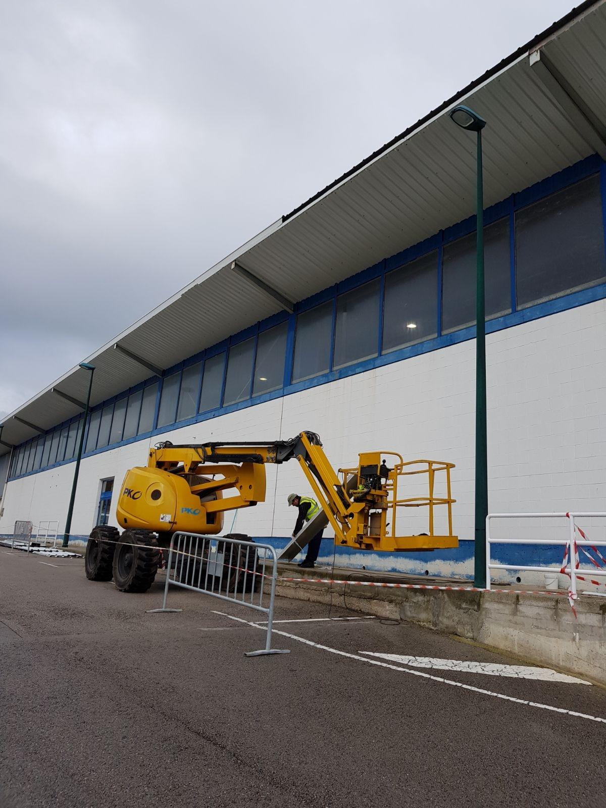 Iniciadas las obras de la primera fase de la reparación de la cubierta del pabellón de Suances
