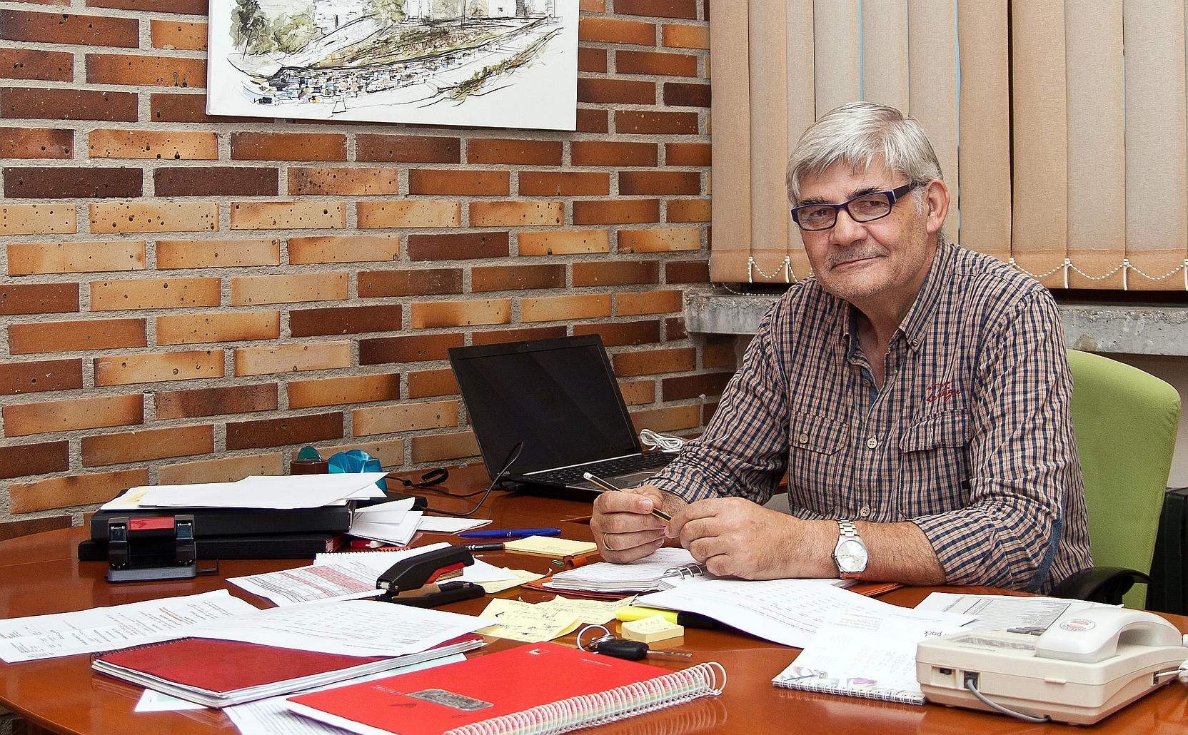 Felipe Tapia - Polanco licita en 187.000 euros la cubrición de la pista deportiva del colegio de Requejada