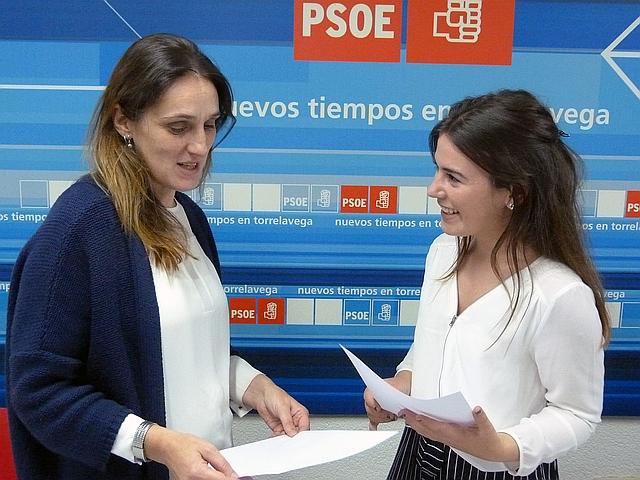 PSOE y Juventudes Socialistas facilitan material escolar a 138 niños y niñas de Torrelavega en el inicio del curso - Lidia Ruiz y Janira Martínez