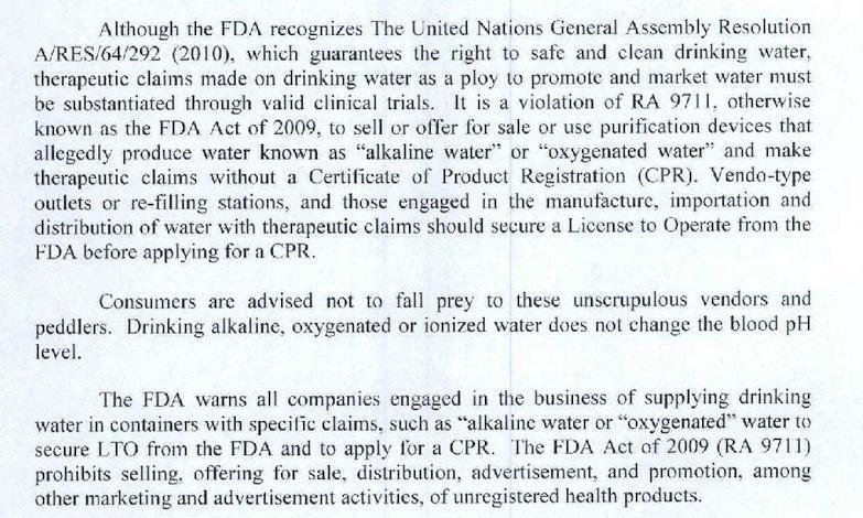 """""""Beber agua alcalina, oxigenada o ionizada no cambia el nivel de pH de la sangre"""", se afirma textualmente en la alerta emitida por la FDA."""