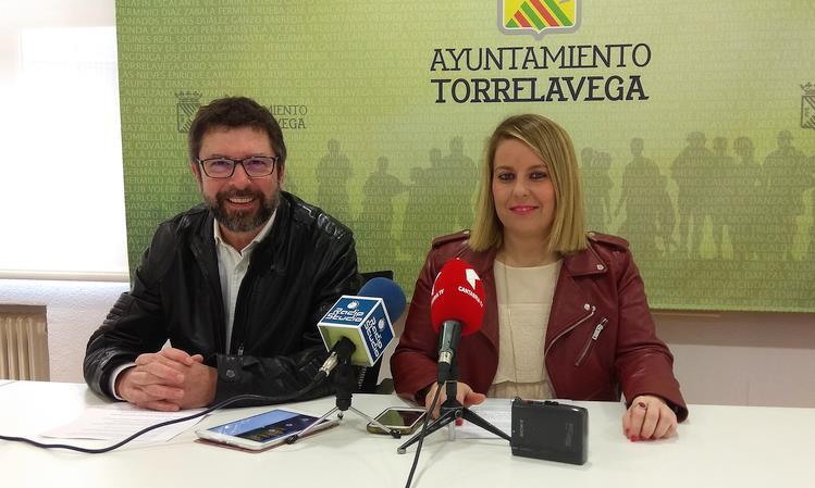 Carlos Alcorta y Cristina García Viñas - Más de 5.000 personas visitaron la Feria del Libro de Torrelavega