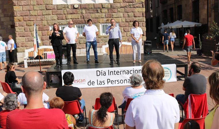 La plaza Baldomero Iglesias acogió el Día Internacional de las Personas Sordas