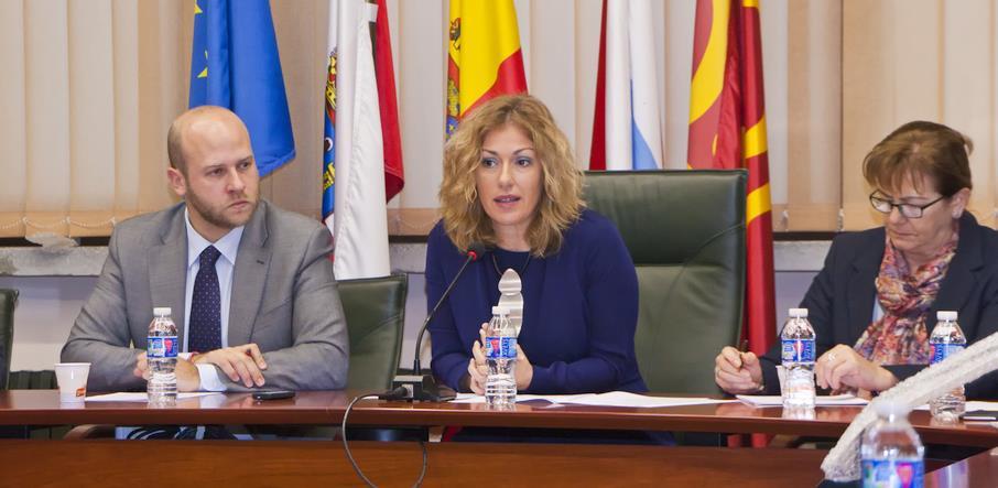 En el centro de la imagen la alcaldesa de Polanco, Rosa Díaz Fernández