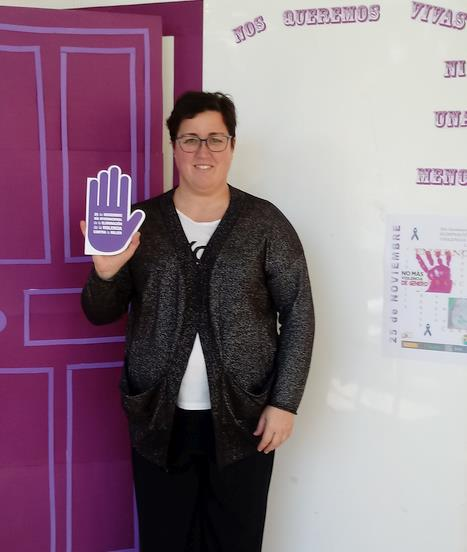 """Suances recuerda que en la lucha contra la violencia de género """"siempre hay una mano amiga"""""""