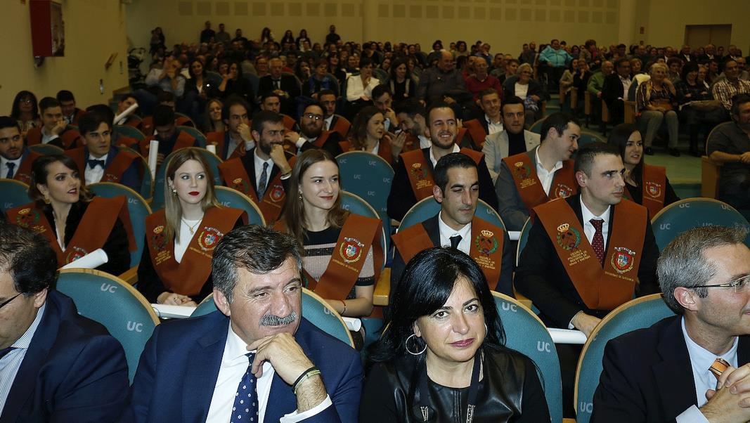 Minas acoge la graduación de 39 jóvenes y la festividad de Santa Bárbara
