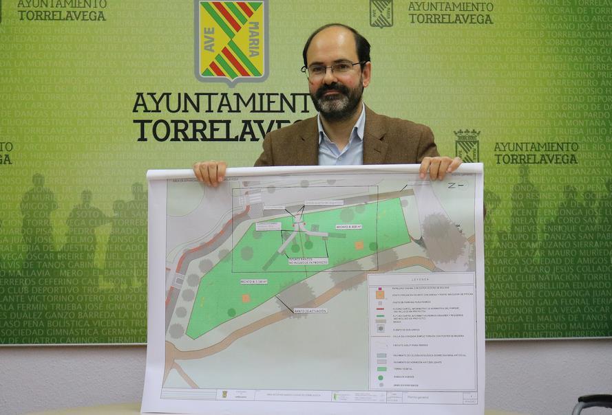 José Luis Urraca presenta el proyecto de primer parque canino de Torrelavega