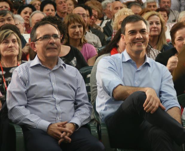 José Manuel Cruz Viadero y Pedro Sánchez en Torrelavega, el 1 de junio de 2016 - Foto: archivo ESTORRELAVEGA