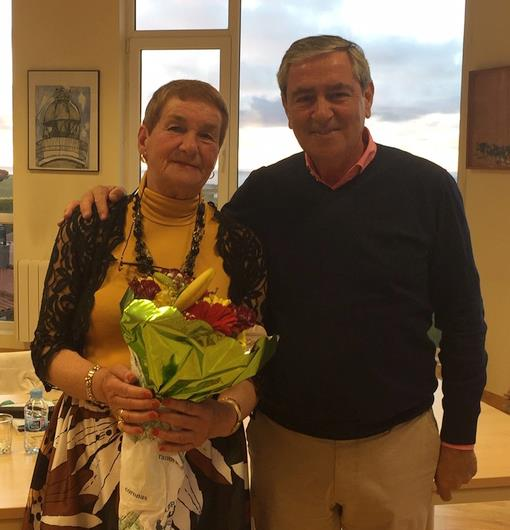 María Dolores Miera Alonso junto al Alcalde de Suances Andrés Ruiz Moya - Suances estrena un espacio dedicado a los escritores locales