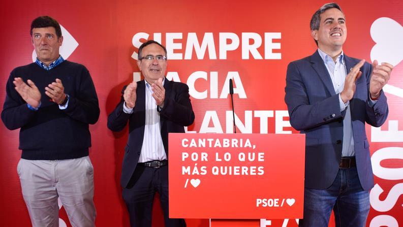 """Bernardo Bustillo, José Manuel Cruz Viadero y Pablo Zuloaga - Pablo Zuloaga: """"Si el PP y Cs gobiernan, Torrelavega retrocederá en industria y en servicios sociales"""""""