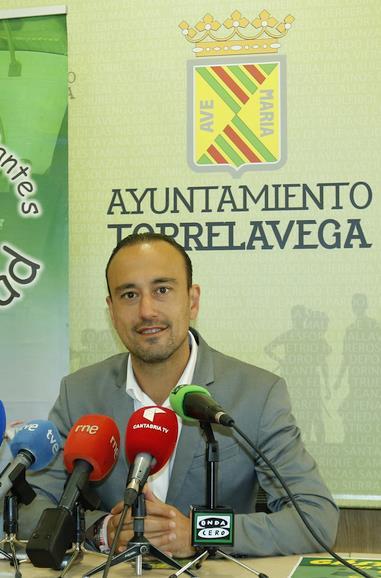 """""""Todavía no nos hemos sentado a hablar de pactos"""", asegura Javier López Estrada"""