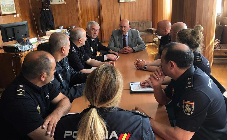 El Delegado del Gobierno visita la Comisaría de Policía Nacional de Torrelavega
