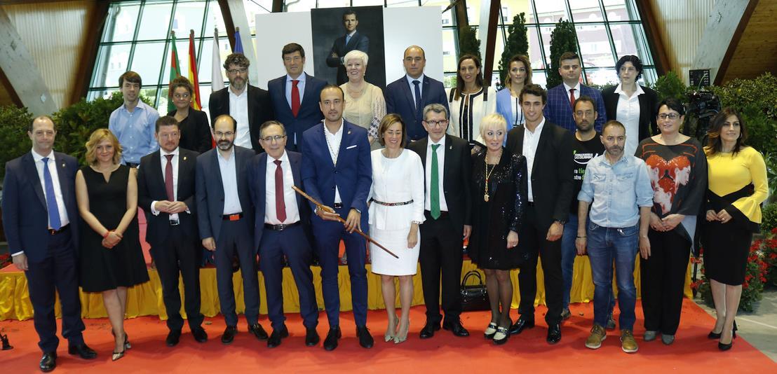 La nueva Corporación Municipal del Ayuntamiento de Torrelavega, compuesta por PRC, PSOE, PP, ACPT, Ciudadanos y Torrelavega Sí (FOTO: (C) ESTORRELAVEGA / DAVID LAGUILLO, 15 de junio de 2019
