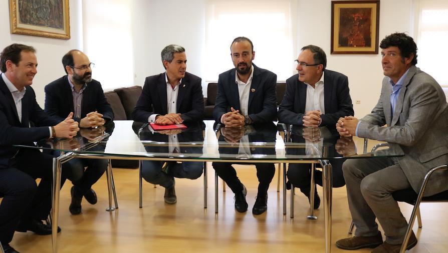 Zuloaga anuncia la convocatoria del concurso de ideas para la rehabilitación de La Lechera en Torrelavega