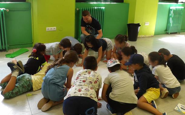 El Campamento Urbano de Suances continúa su actividad en agosto con la participación de 120 chavales