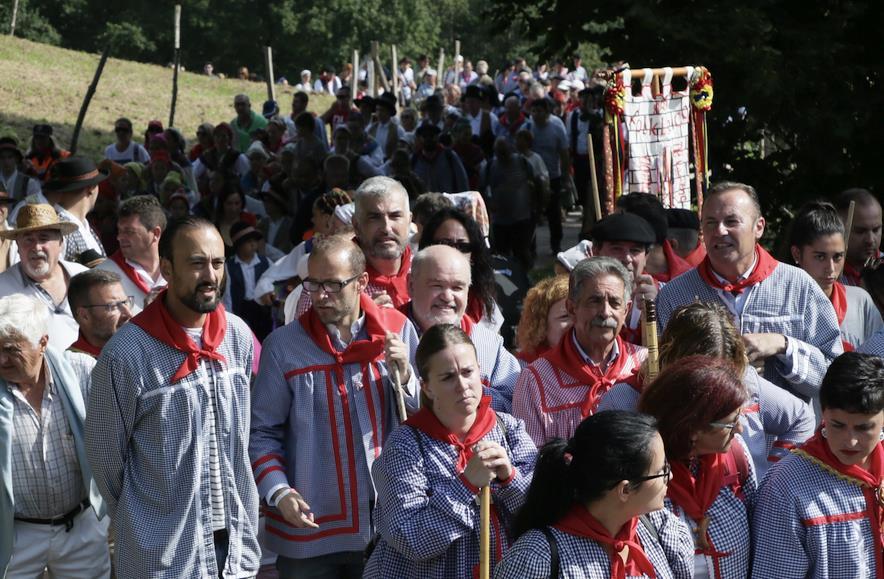 Tradicional subida en albarcas con motivo de San Cipriano
