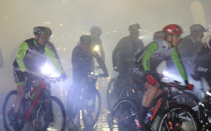 Dos mil personas desafían a la lluvia y participan en la 6ª edición de la Aldro Night City Trail Torrelavega