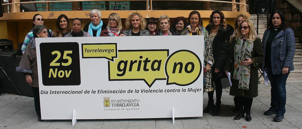 """Torrelavega grita """"No"""" a la violencia contra la mujer"""