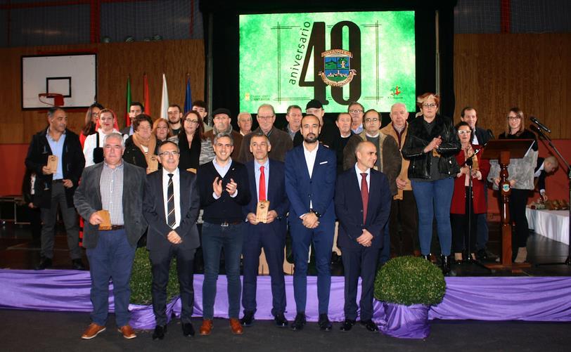 La Junta Vecinal de Viérnoles celebró el 40 aniversario de su recuperación para la política local