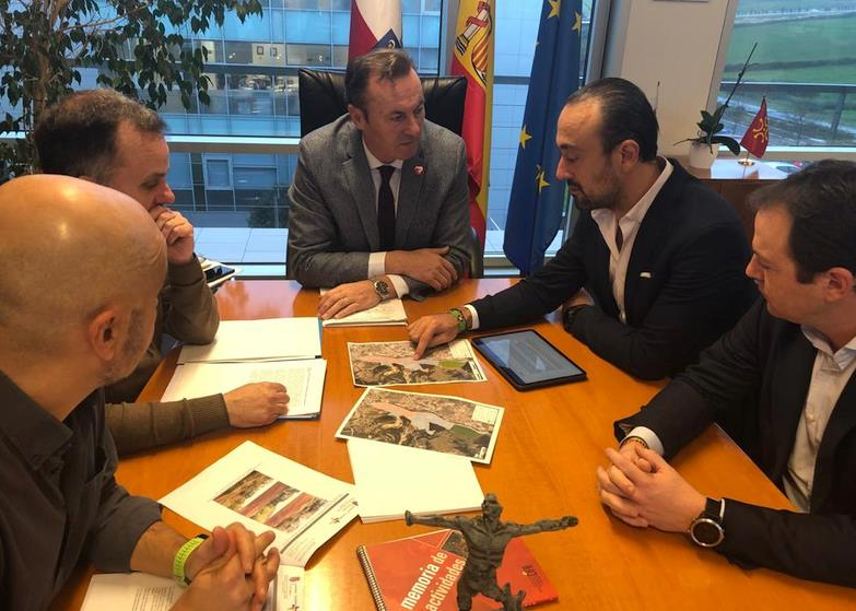 El Ayuntamiento y la AAVV del Barrio Covadonga cierran un acuerdo sobre las normas de protección de La Viesca