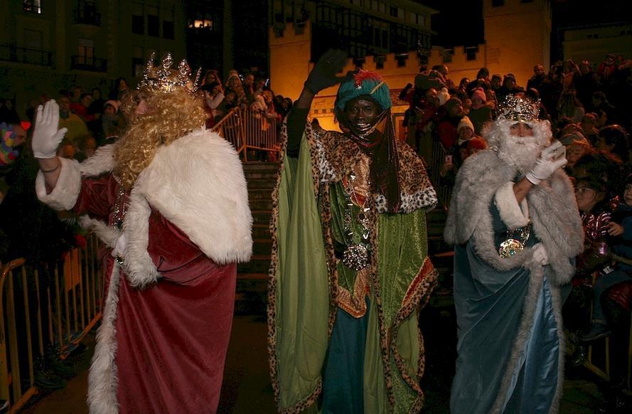 Miles de personas asistieron a la Cabalgata de Reyes de Torrelavega