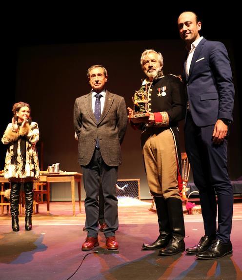 Imanol Arias recibe el Premio Duende Zahorí
