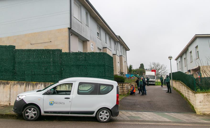Operativo de la Guardia Civil logra la marcha de una familia conflictiva de Polanco