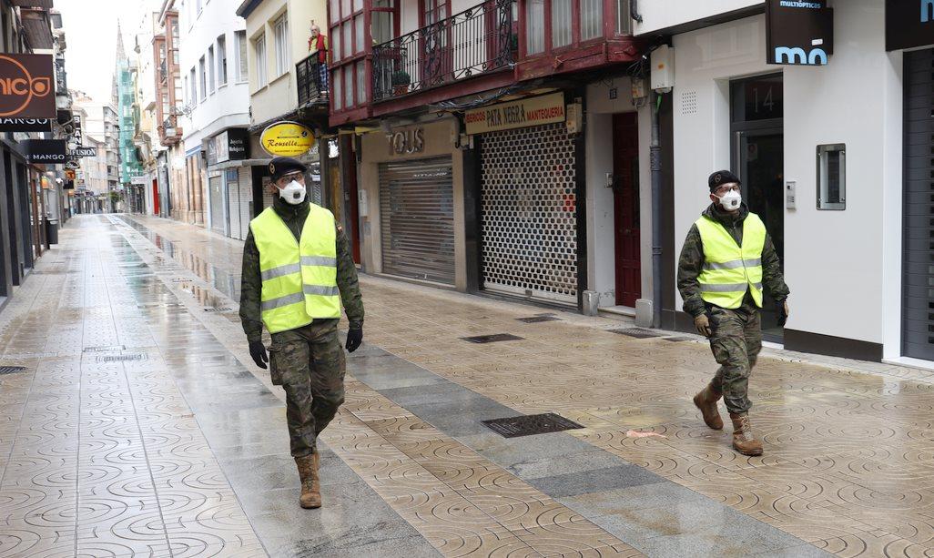 Militares patrullan Torrelavega - (C) Foto: David Laguillo