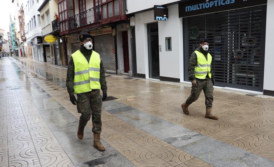 La infantería patrulla Torrelavega