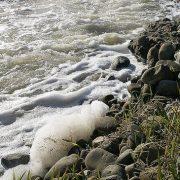 En las imágenes del año 2009, espumas en el agua - (C) Fotos: David Laguillo